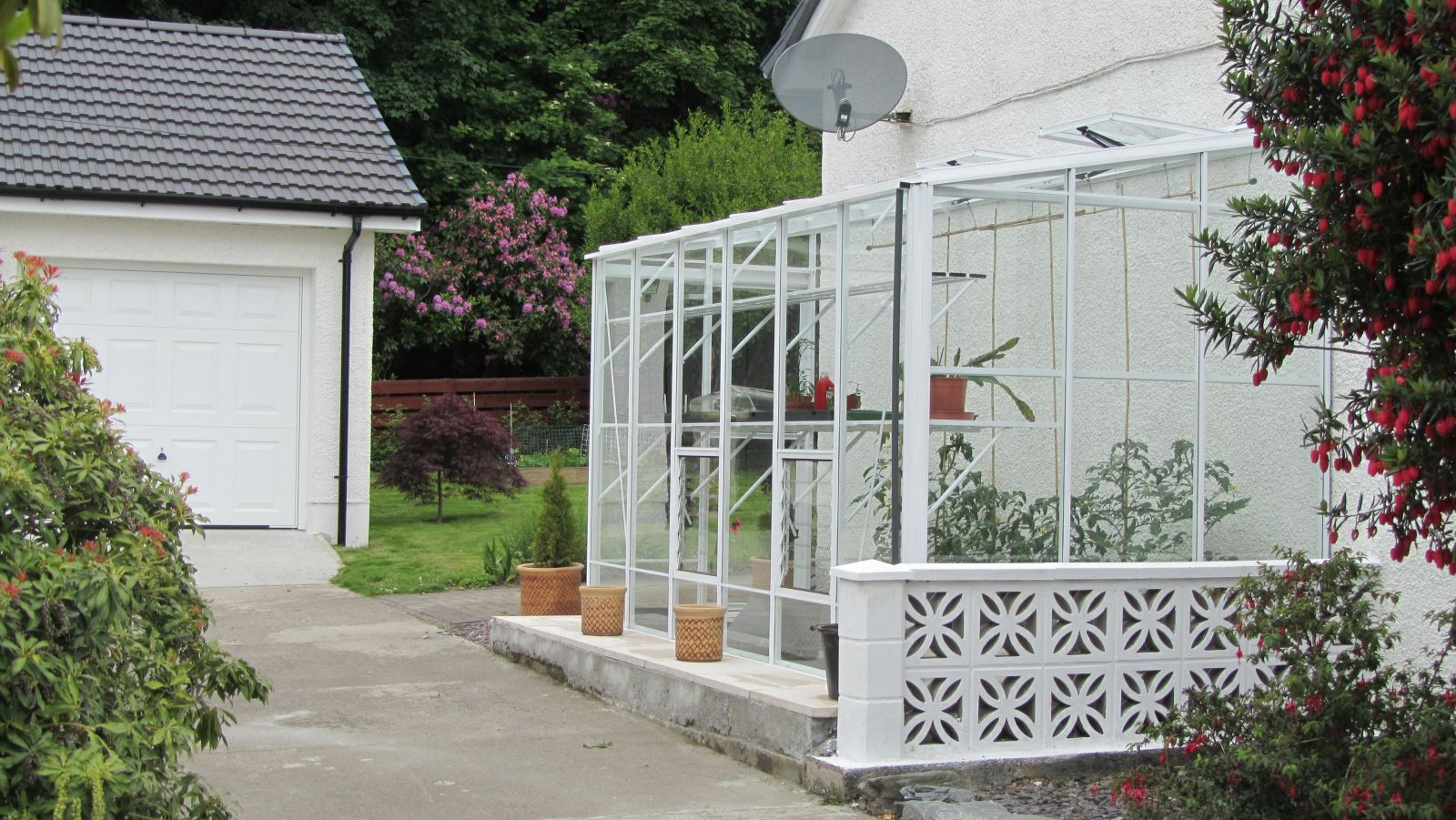 12ft x 6ft Robinsons Lean-to Greenhouse in White Colour Finish
