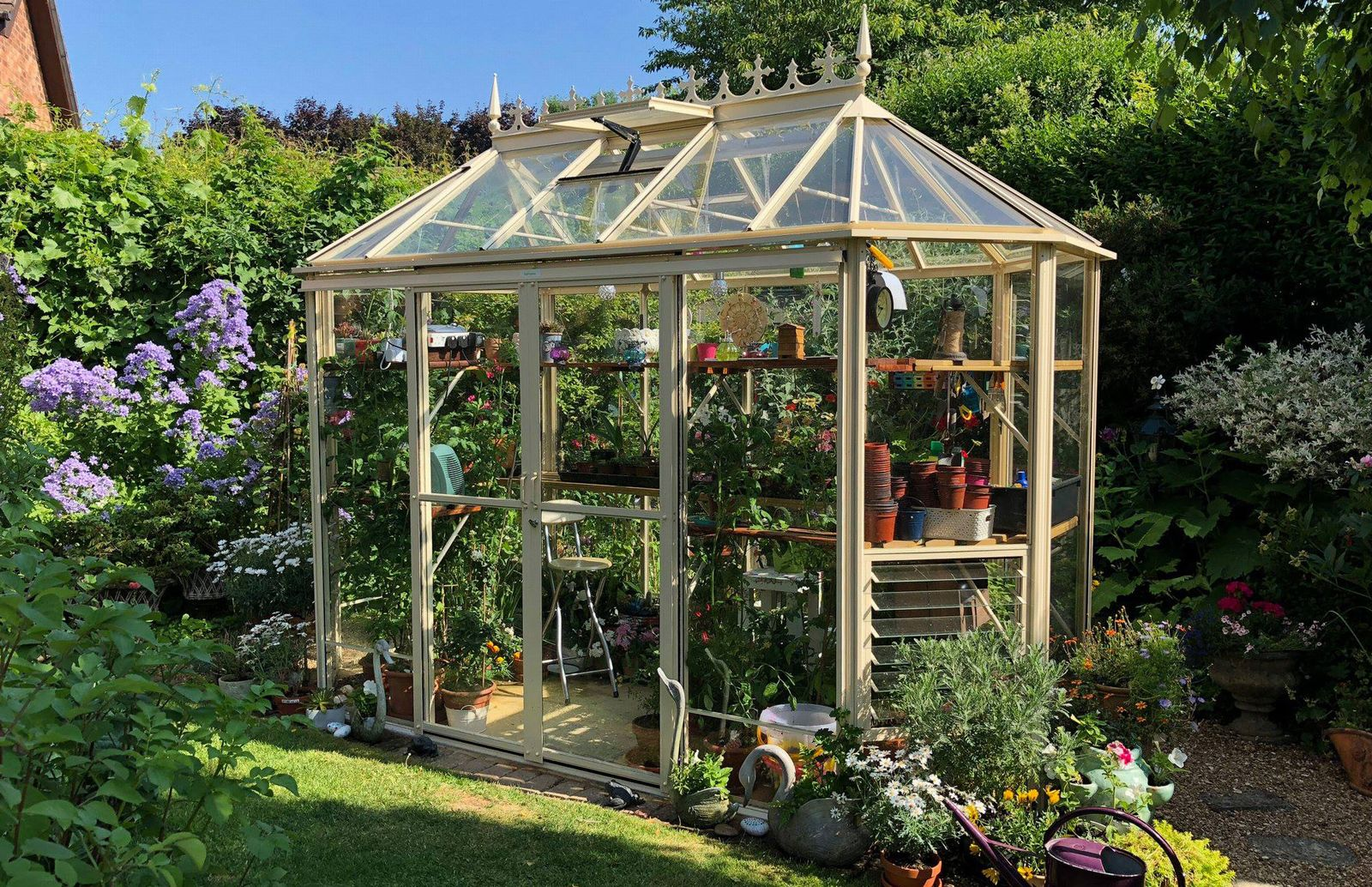 What Type of Greenhouse Should I Buy?